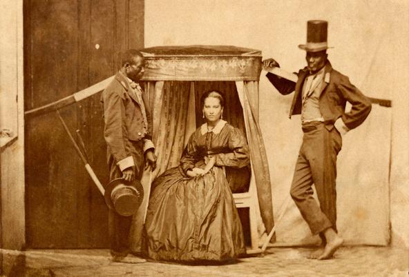 Anonyme-Dame dans une chaise à porteurs avec deux esclaves