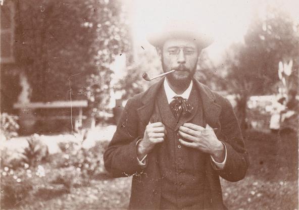 Pierre Bonnard-Pierre Bonnard fumant la pipe dans le jardin du Grand-Lemps