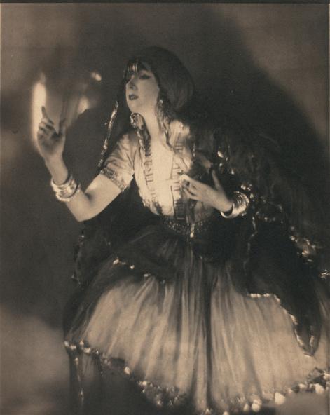 Adolphe De Meyer-La danseuse Ruth Saint Denis