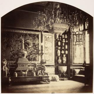 Vue intérieure du pavillon chinois de l'impératrice à Fontainebleau, vue d'une des vitrines, Richebourg, Pierre-Ambroise